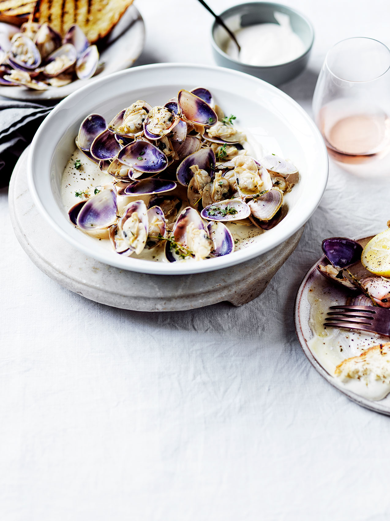 20191205Pipis-with-vermouth-seaweed-white-pepper-aioli
